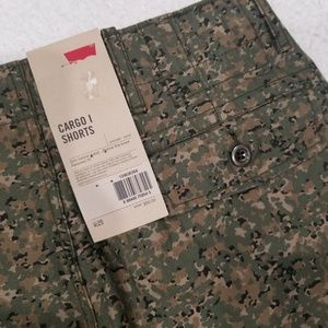 NEW Levi Strauss Camo Green Men's Cargo Shorts 29